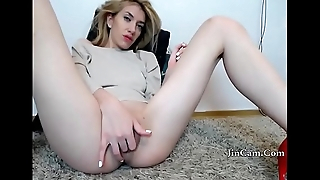 comme �a girl masturbate with her dildo