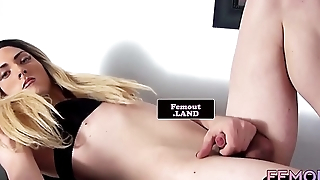 Tattooed trap sprays her hot load