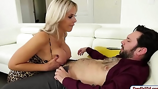Slut milf fucks attorney and squirts